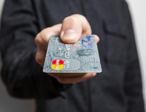 Mercado brasileiro de cartões deve crescer até 20% neste ano, prevê Abecs