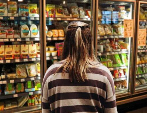 Pesquisa aponta que 60% dos consumidores brasileiros vão cortar gastos em 2021