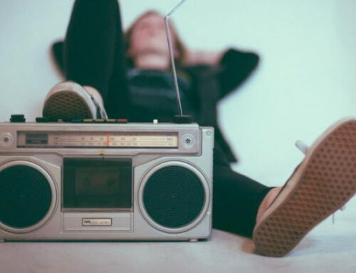 Credibilidade do rádio cresce 43% e meio é ouvido por 80% da população