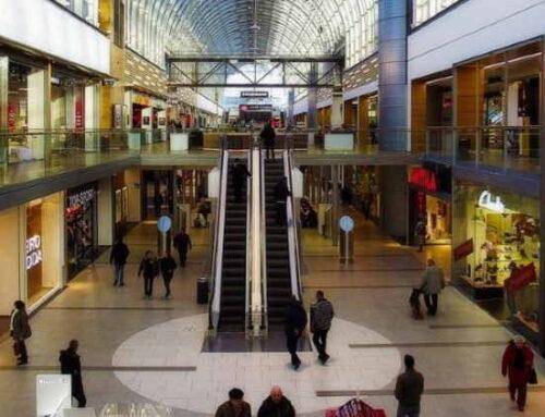 Os brasileiros estão de volta aos shoppings, mas numa frequência menor
